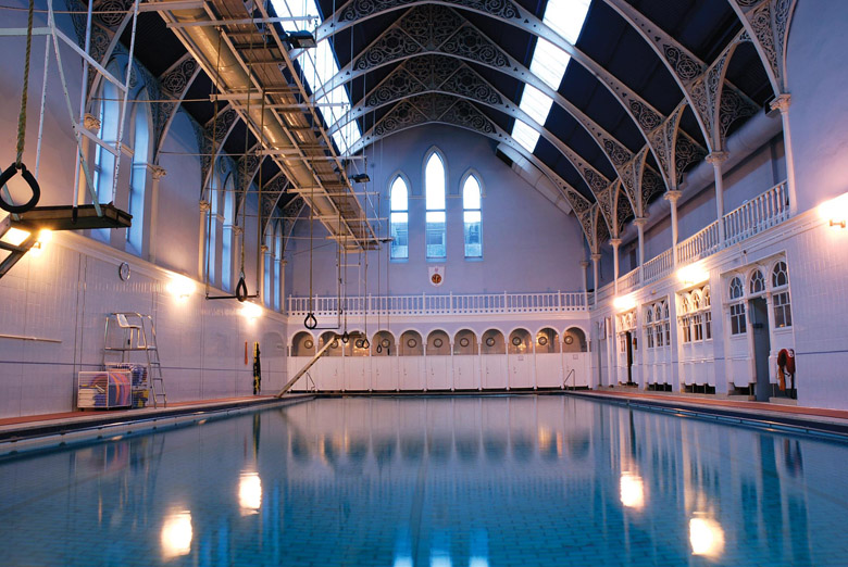 Traveling rings the history of traveling rings in scotland - Hotels with swimming pools in scotland ...